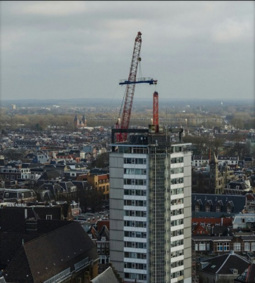 Torenkraan op dak Neudeflat